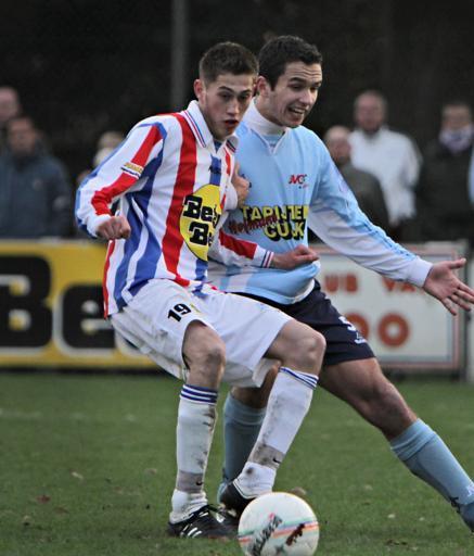 Matthias van Zanten (rechts) in duel met Marc Koot